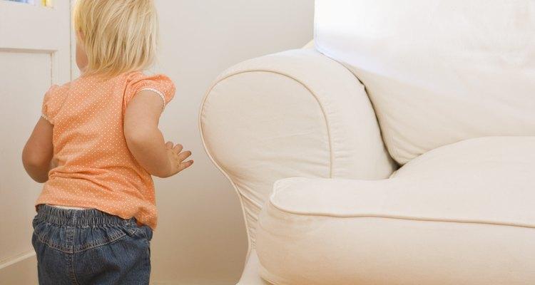 Los niños pequeños son curiosos acerca de su entorno a medida que adquieren nuevas habilidades para explorar ellos.