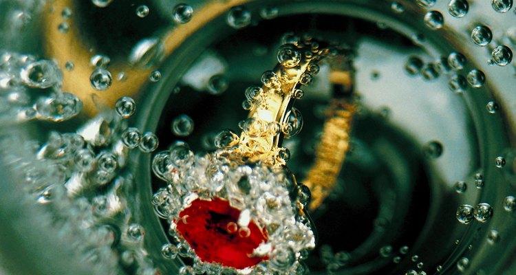 Los rubíes son populares en los anillos de compromiso.