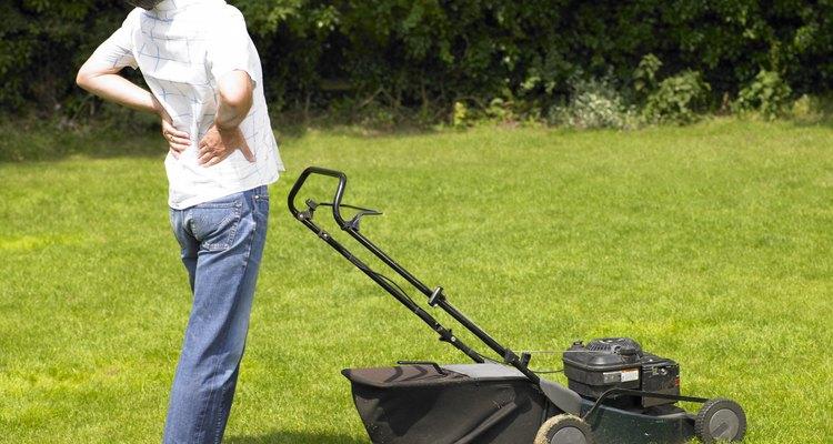 Se seu cortador de grama parar, cheque o suprimento de combustível, óleo e ar