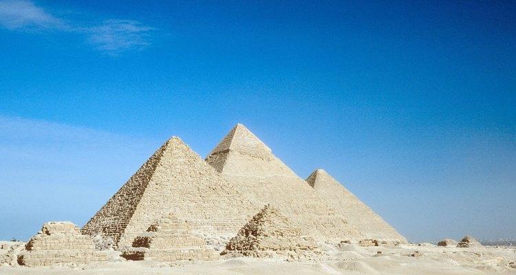 """Tanto las pirámides de escalones como las """"verdaderas"""" se pueden ver aquí."""