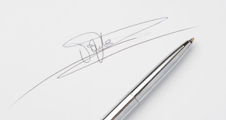 Cuando las personas no tienen firma y únicamente ponen su nombre es que no tienen demasiada confianza en sí mismos y por lo general, suelen ser dispersos.