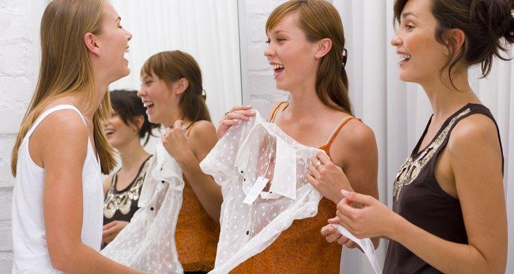 Las mujeres que usan el estilo adecuado de ropa lucen proporcionadas.
