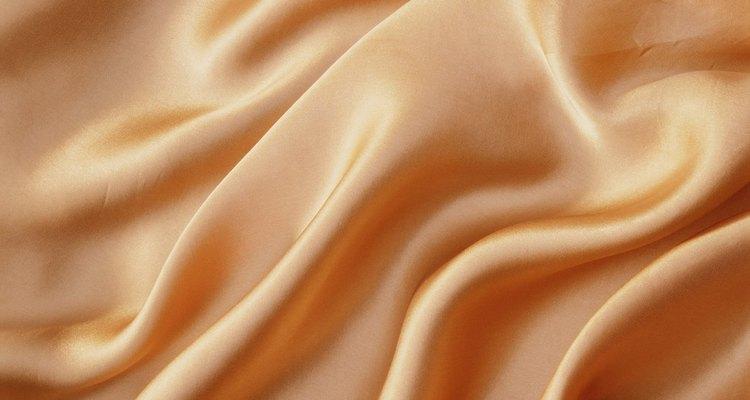 La tela de seda se utiliza en diversas industrias.
