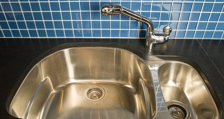 O azulejo azul é melhor nas áreas de pias pela praticidade de limpeza