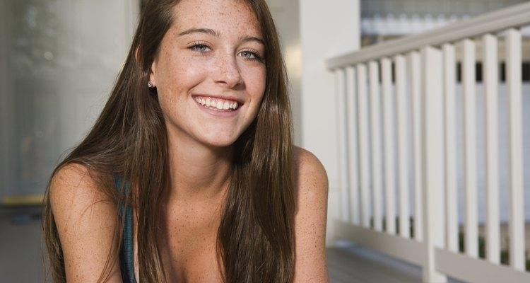 Las niñas que experimentan la pubertad tardía parecen tener una ventaja. Sus compañeros suelen calificarlas como más atractivas y sociales que las niñas de maduración temprana.