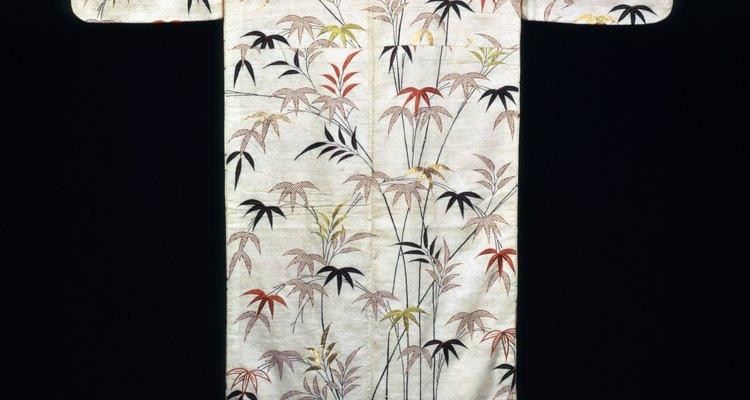 Kimono Embroidered white satin