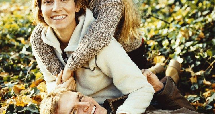 Familia vestida con chaquetas y sacos.