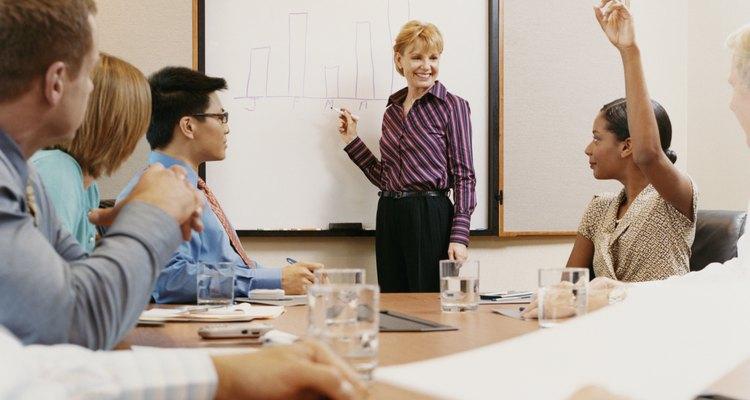 Los nuevos agentes de Combined Insurance participan en un programa de capacitación de 13 semanas.