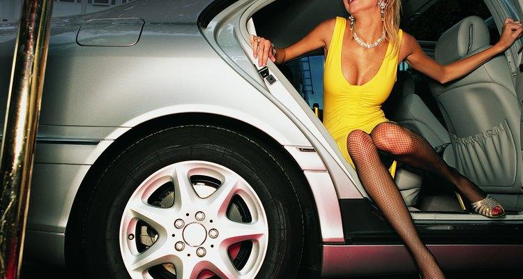 Suficientemente glamurosa para la alfombra roja, los vestidos de noche son prototipos de noche.
