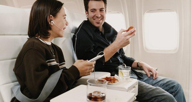Las aerolíneas de servicio completo ofrecen más gratificaciones que sus competidores de bajo costo.