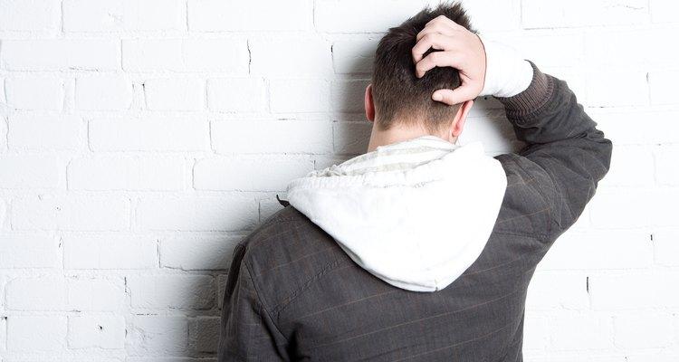El eccema puede causar escamas y picazón en el cuero cabelludo.