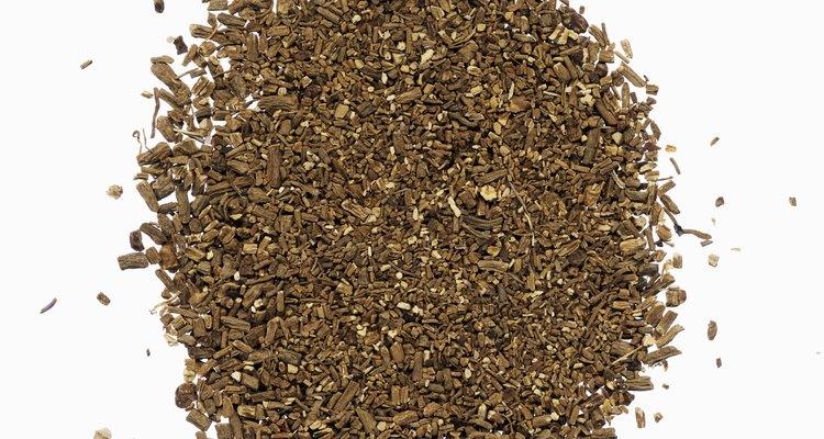 La raíz de la valeriana se pulveriza para utilizarse como sedante natural.