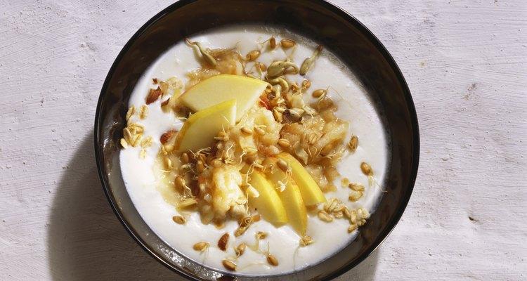 El yogur griego es generalmente más espeso que el yogur estadounidense regular.