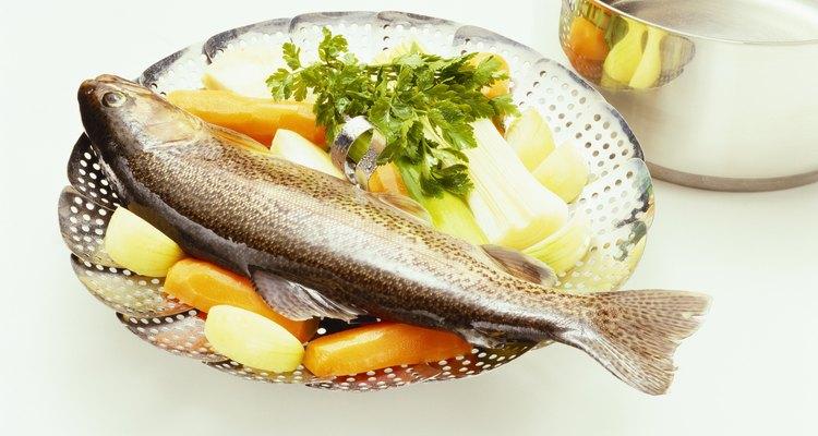 Aprende a preparar pescado fresco y productos locales en una clase de cocina en el Lago di Bolsena.
