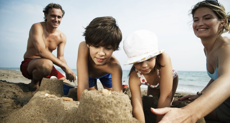 Sunset Beach tiene una variedad de actividades familiares, incluyendo tiempo de playa.