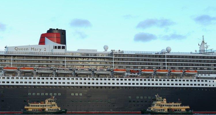 O Queen Mary 2 ancorado no porto