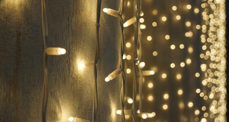 Make Christmas lights flash in just a few steps.