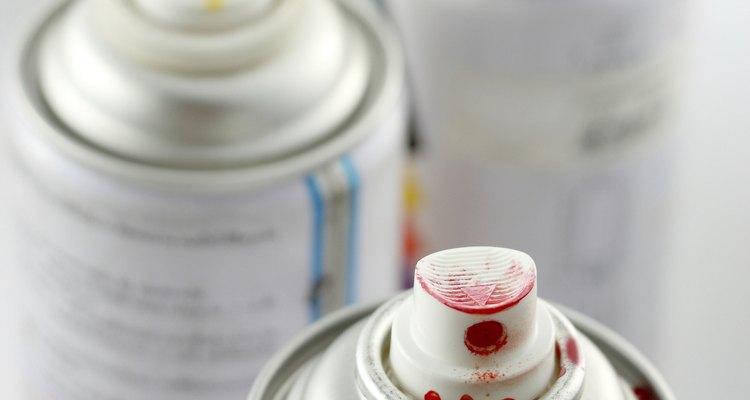 El esténcil en aerosol puede utilizarse en un estilo libre o con plantillas.