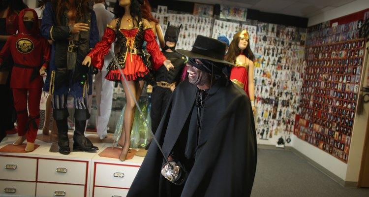 Homem fantasiado de Zorro