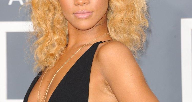 De armas ao amor, Rihanna tem várias tatuagens espalhadas pelo corpo