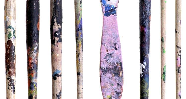 No tienes que tirar tus pinceles manchados con pintura seca.