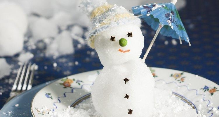 Un muñeco de nieve en forma de helado divertirá a los niños.
