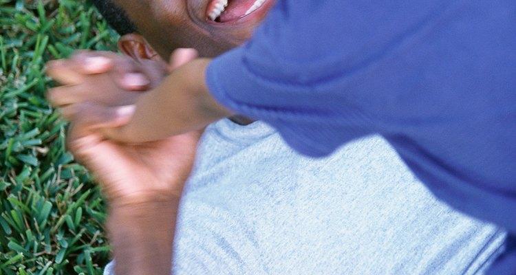 Los juegos rudos son una parte normal del desarrollo infantil.