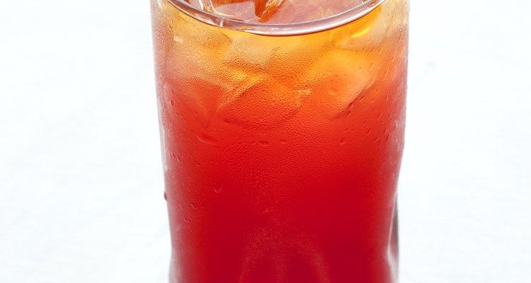 El ron generalmente se usa en recetas de bebidas tropicales.