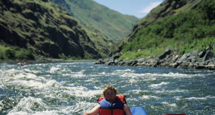 En los kayaks inflables puedes remar en aguas abiertas o navegar en ríos agitados.