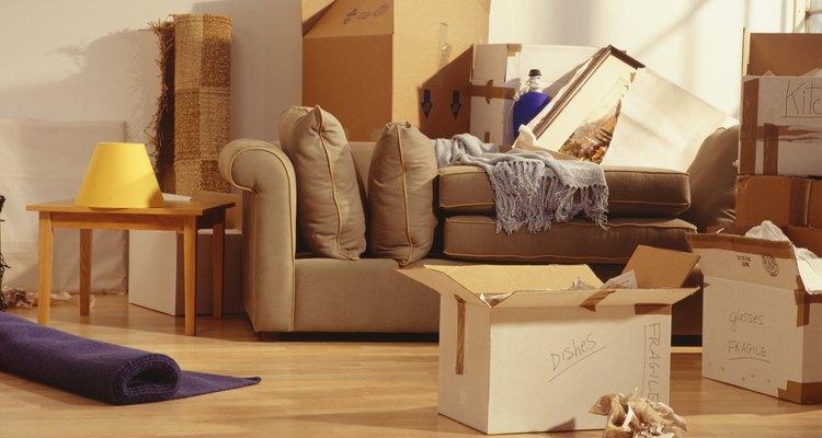 Diminua o estresse no dia da mudança ao mover primeiramente a mobília mais pesada