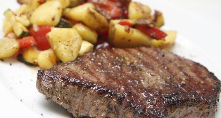 Barbacoa con carne y patatas