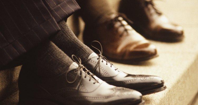 Escoge los zapatos adecuados para combinar con los pantalones que vistas.