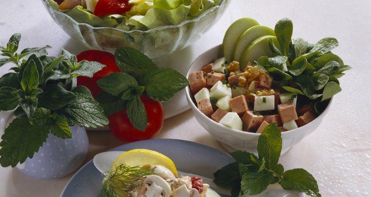 El aguacate le brinda una riqueza sutil a cualquier tipo de ensalada.