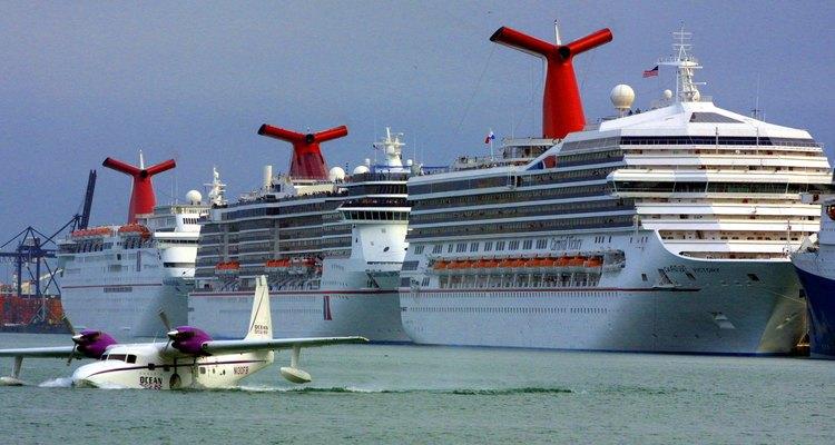 Navios de cruzeiro atracados em Miami, Flórida
