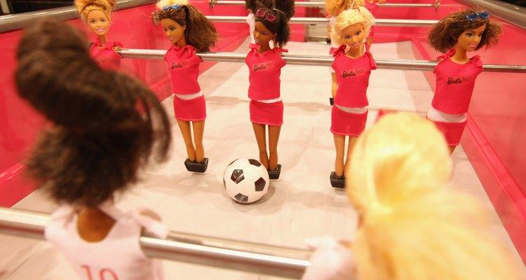 Dê às suas bonecas um visual novo com tintura para cabelos de tinta acrílica
