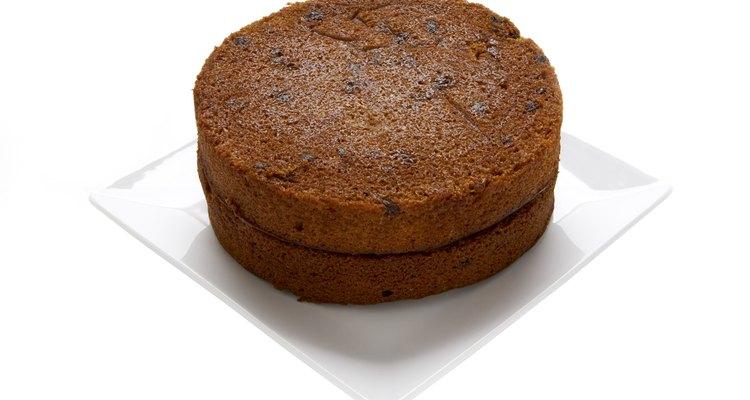 Prueba el pastel de zanahoria que contiene piña y coco para darle más sabor.