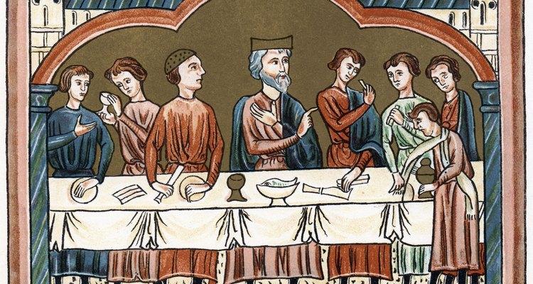 Banquetes medievais incluíam uma seleção de carnes e pratos doces e salgados