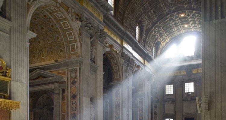 La religión más a menudo proporciona la socialización secundaria.