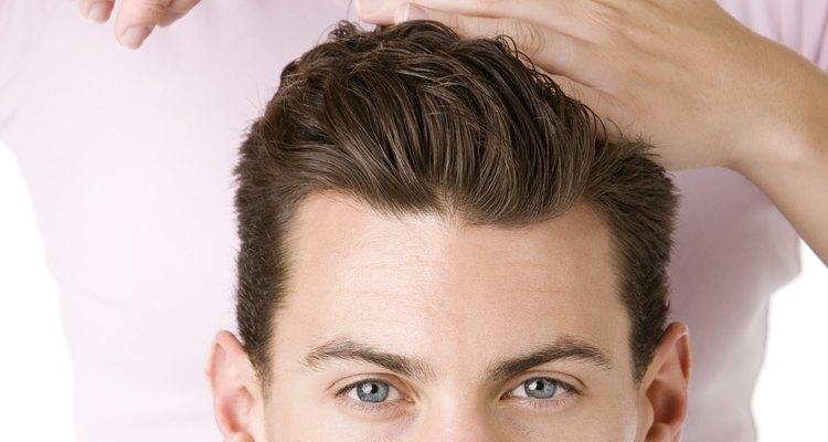Seja honesto com sua quantidade de experiência antes de tentar cortar o cabelo de outra pessoa