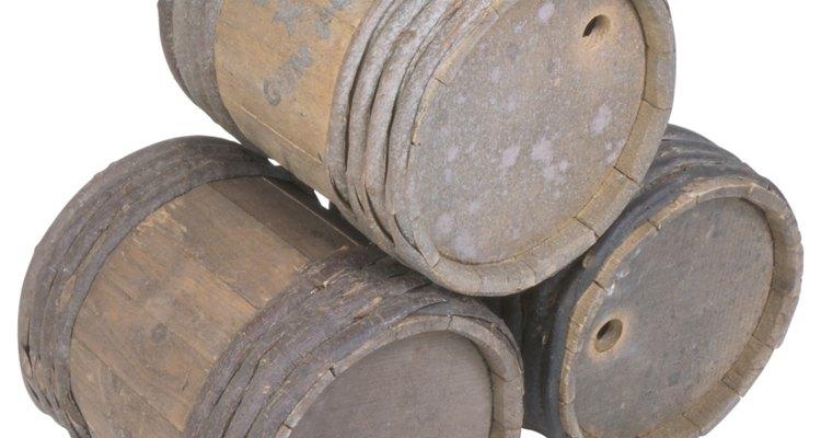 Barriles de madera para productos al mayor.