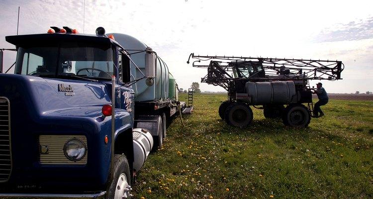 Los herbicidas de triazina son utilizados comúnmente en la agricultura comercial.