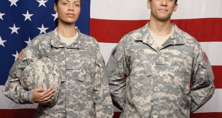 Los divorcios militares se rigen tanto por el gobierno estatal como el federal y, debido a esto, pueden dar lugar a muchos problemas complejos.