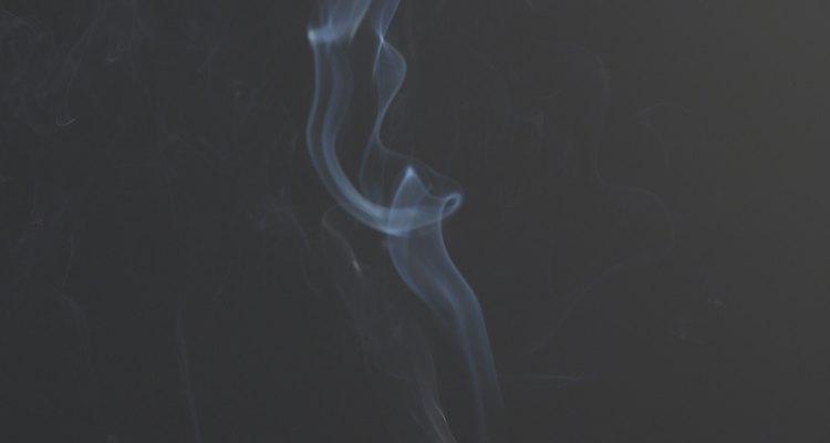 Cigarros podem danificar suas roupas