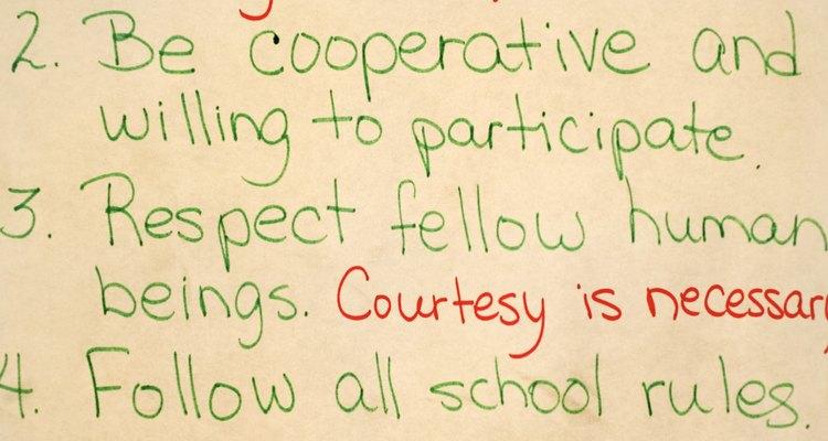 Las reglas de comportamiento en el aula guían el comportamiento del estudiante en el salón de clases.