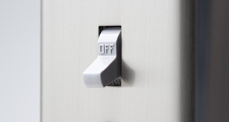 Al cablear un interruptor desde un interruptor existente hazlo con un circuito en paralelo.