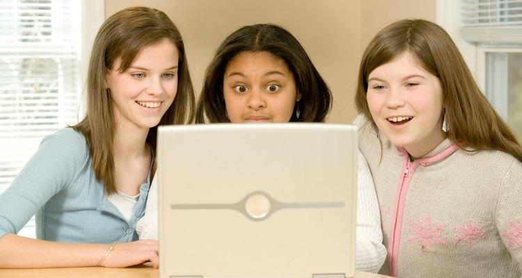 O IMVU permite que os usuários conversem uns com os outros, de qualquer lugar do mundo, usando avatares online