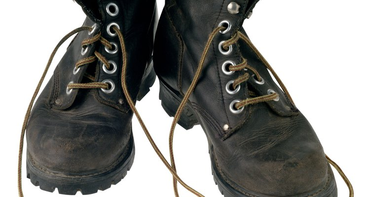 Cómo limpiar botas de cuero.