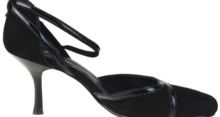 Los zapatos negros se han vuelto aceptables y de moda.