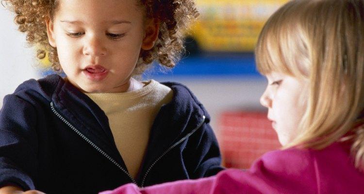 Quebra-cabeças são um exemplo de brinquedo educativo