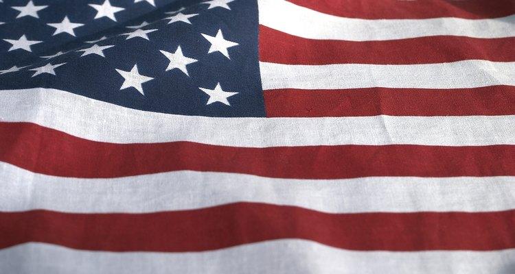 La bandera debe ser tratada con dignidad y respeto.